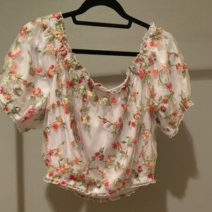 Cropped flowery shirt